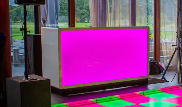 Dj Meubel Huren : Design dj booth huren met led u lounge zo