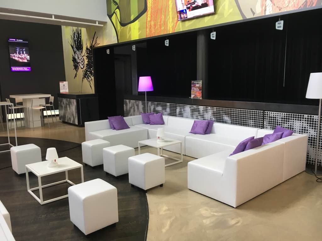 Impressies inrichting business events lounge zo - Decoratie witte lounge ...