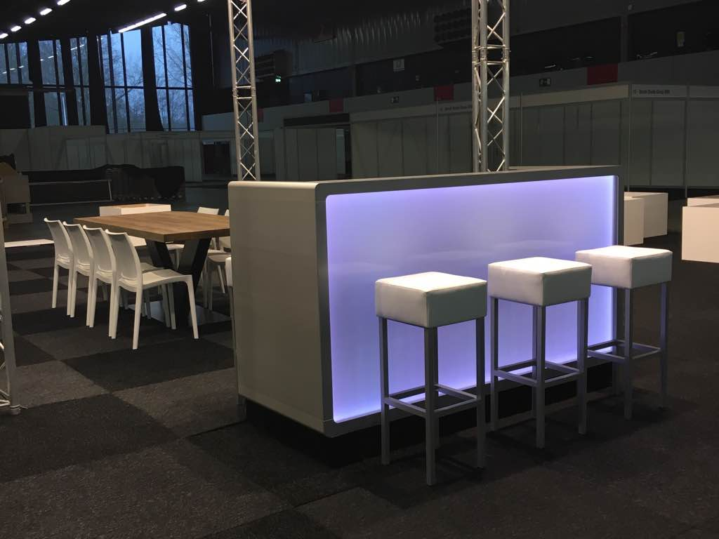 Inrichting beursstand diverse voorbeelden lounge zo - Kleine design lounge ...