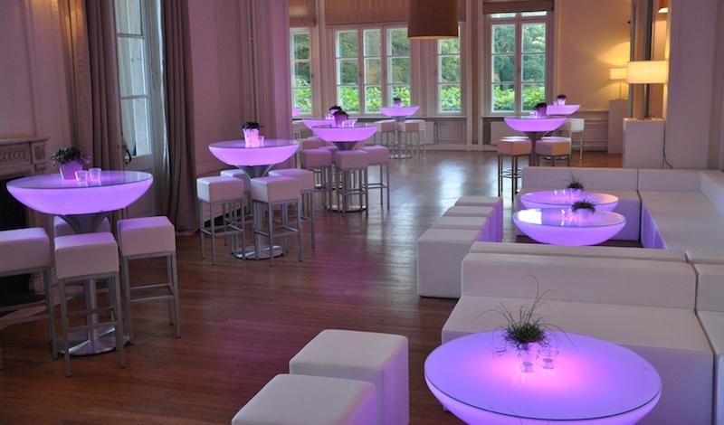 Cube witte rvs design barkruk huren lounge zo - Witte design lounge ...