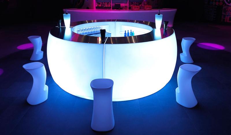 Witte barkruk moma van vondom huren lounge zo - Witte design lounge ...