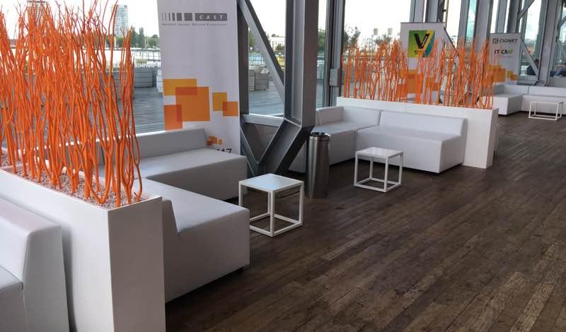 Witte design room divider vondom huren lounge zo - Decoratie witte lounge ...