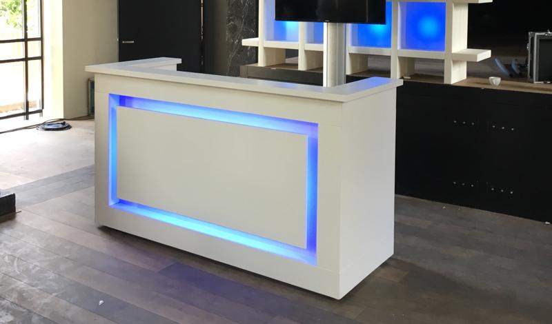 Huren witte design dj booth met led lounge zo - Witte design lounge ...