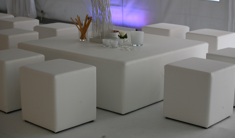 Huren witte poef poefen in wit kunstleer lounge zo - Witte design lounge ...