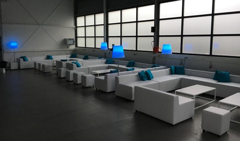 Huren witte design salontafel wit blad lounge zo - Witte design lounge ...